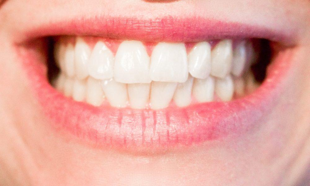 Obecna technika wykorzystywana w salonach stomatologii estetycznej zdoła sprawić, że odbierzemy piękny uśmiech.