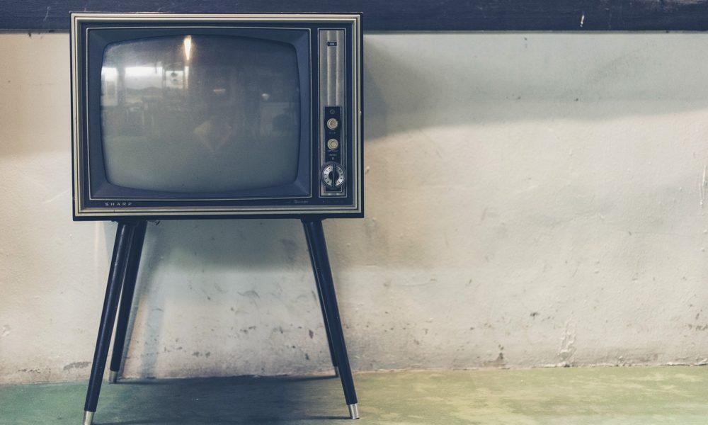 Samotny odetchnięcie przed tv, czy też niedzielne filmowe popołudnie, umila nam czas wolny ,a także pozwala się zrelaksować.